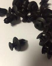 30 x HOLDEN COMMODORE PLASTIC CLIPS SCRIVETS