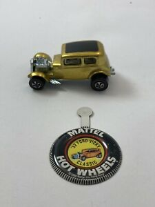 Original 1969 HOTWHEELS REDLINE CLASSIC '32 FORD VICKY GOLD WITH BUTTON.