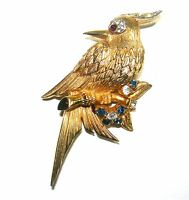 VINTAGE BOUCHER SIGNED RHINESTONE TEXTURED GOLD TONE BIRD FIGURAL BROOCH PIN