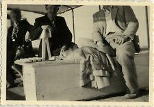 PHOTO ANCIENNE - VINTAGE SNAPSHOT - CADRAGE GAG TÊTE COUPÉE DRÔLE - HEADLESS
