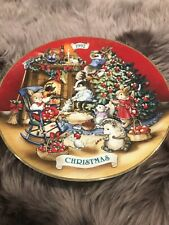 Avon - 1992 Christmas Collectors Plate - Sharing Christmas With Friends