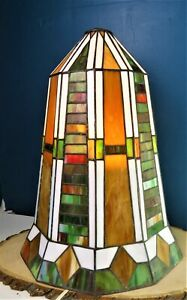 TIFFANY STYLE STAINED GLASS HANGING LAMP! BEAUTIFUL COLORS