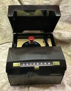 RESTORED VINTAGE 1954 RCA MODEL 9Y510 COMBINATION RADIO AND 45 RPM RECORD PLAYER
