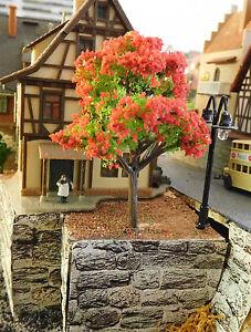 20 grüne Laubbäume, rot blühend, 60 mm hoch