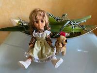 hübsche Puppe mit Blümchenkleid ca. 32 cm dekoriert mit Hund Steiff Bully