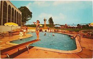 Holiday Inn of Washington DC Arlington Virginia Postcard people on beach