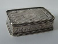 GOOD ANTIQUE ENGLISH STERLING SILVER SNUFF BOX GEORGE III FLETCHER FAMILY CREST