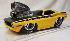Muscle Machines 1/18 '70 Hemi Cuda Yellow, Wheelie Bars, Goodyear tires & Chute