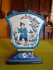 Vase dans un style bouquetière ou bougeoir? céramique ( chine ?)