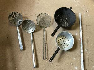 Konvolut Küchenutensilien - Küchenhelfer - Siebe Seiher Schaumlöffel
