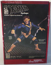 THE X-MEN : 1/6 SCALE CYCLOPS VINYL MODEL KIT MADE BY HORIZON IN 1993.