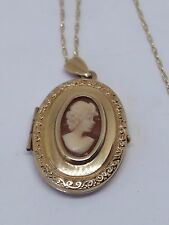 LOVELY 375 9CT GOLD OVAL OPENING LOCKET WITH GOLD CHAIN (3571)