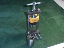 Presse chargement barillet percussion 44 modèle Standard