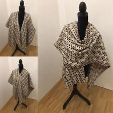 Poncho Cape beige weiß kariert Winterzeit trendig Sabine Greim Design