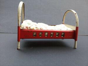 Altes Metall Puppenstuben Bett rot Möbel