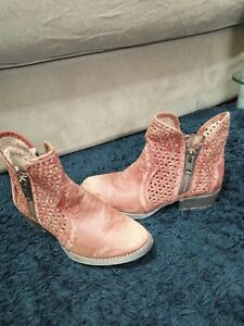 Circle G by Corral Women's Distressed Cutout Shortie boot SZ 6/39.pics/dscrptn