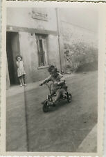 PHOTO ANCIENNE - VINTAGE SNAPSHOT - ENFANT TRICYCLE VÉLO BICYCLETTE - BIKE CHILD