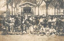 CPA 84 CARTE PHOTO AVIGNON AVEC LE THEATRE AMBULANT GUIGNOL MARIONNETTES