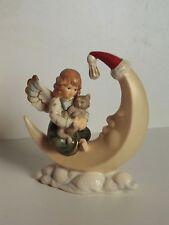 Goebel Engel mit Katze sitzend auf Mond rot/grün Weihnachten 41-30430