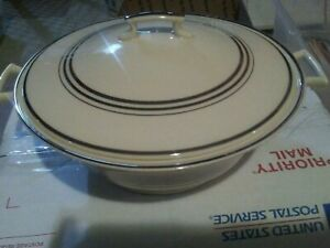 Old ivory syracuse china casserole dish 9 inches wide 3/1/4 deep good condition