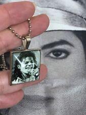 Collier tile  Michael Jackson + pochette parfumée de son parfum own worn