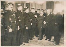 PARIS c. 1930 - Mr Chiappe Décoration Médailles Agents de Police - PRM 389