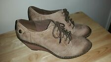 Clarks Softies lace up wedge shoes size 8