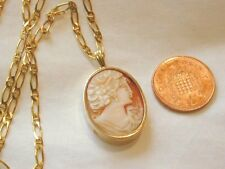 BEAUTIFUL VINTAGE 9CT GOLD LADIES CARVED CAMEO PENDANT ON 9CT GOLD FIGARO CHAIN