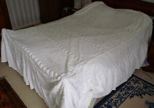Vintage Chenille King-Size White Bedspread - Super King Size