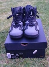 En très bon état avec boite air Jordan 6 Retro Basketball Shoes (taille 5UK, 38EU)