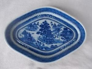 A15 / 18TH CENTURY CHINESE CANTON / NANKING PORCELAIN BLUE AND WHITE DISH
