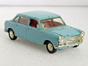 TRI-ANG SPOT ON 286 AUSTIN 1800. 1/42 NICE MODEL FOR RESTORATION OR CODE 3 USE.
