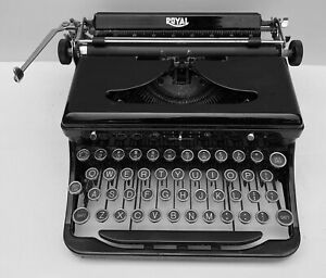 Royal Model O Vintage Typewriter 1936 w Case