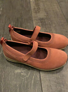 Lands End Flats Mary Jane Comfort Slip On sandals Size 8.5 B Casual Coral Pink
