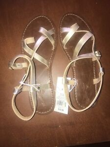 Women's Lavinia Toe Wrap Thong Sandal - Universal Thread Gold - Size 9.5✅