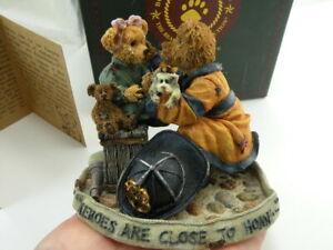 Boyds Bears Christmas Resin Ridy Plump n Waddle with JoyTreasure Box*