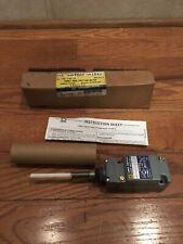 Square D Limit Switch Heavy Duty Wobble Stick 10A 600V 9007C54J New Turret Head