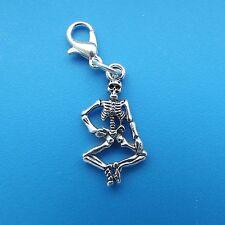 1 x 3d Skeleton Sitting Tibetan Silver Clip On Charm Pendant Charm Halloween