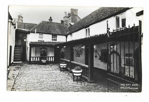 POSTCARD 'SOMERSET' The City Arms, Wells (RP) /N-001