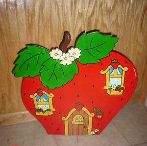 Strawberry Shortcake House children's birthday party table decorations supplies