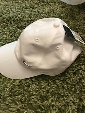 NEW NIKE UNISEX YOUTHS PEAK WHITE CAP WITH SILVER NIKE TICK JUNIOR ONE SIZE