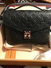 Beautiful Louis Vuitton  Pouchette Metis MM Emprente NOIR~ Practically NEW