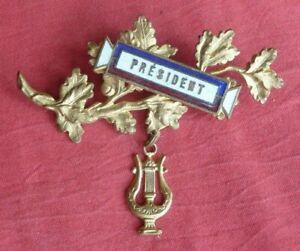 insigne broche bijou émaillé PRESIDENT , musique fanfare