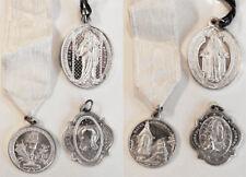 MEDAGLIE VOTIVE - Lotto di 3 medaglie votive in metallo bianco, una con nastro