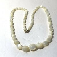 """VINTAGE 1950s Creamy MOTHER Of PEARL Graduated BEAD NECKLACE Oval 20"""""""
