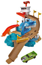 Mattel BGK04 Hot Wheels Color Shifters Sharkport Showdown White Adjustable Track