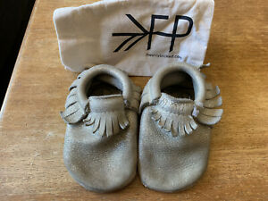 Freshly Picked Gold Moccasins Gently Pre-owned Size 4 Toddler Child