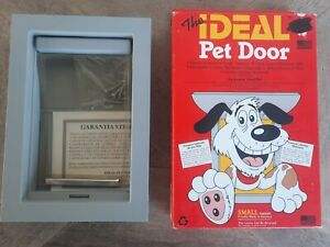 """The IDEAL Pet Door Small 5""""x 8""""Flap Size Doggie Cats"""