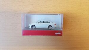 Herpa 038416-002 - 1/87 VW Passat Limousine, Oryxweiss Nacré - Neuf