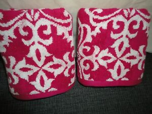 KASSA FINA RED & WHITE GATE SCROLL (2PC) SET HAND TOWELS 15 X 25